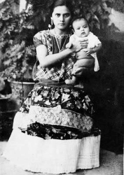 Tehuana y su nene 1937 Colección Albino Mateos